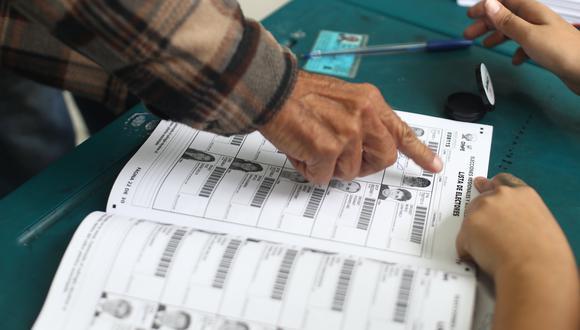 Debido a la emergencia sanitaria por el coronavirus el aforo de los centros de votación se ha reducido a menos de la mitad y el número de locales se ha cuadruplicado. Foto: Archivo de GEC/ César Campos