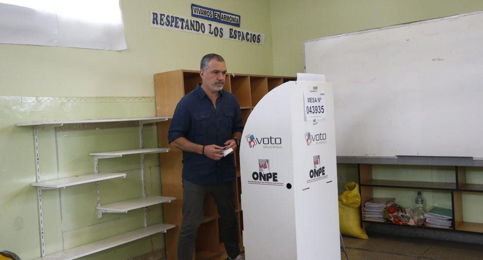 Salvador del Solar reaparece y vota en colegio Alfonso Ugarte de San Isidro. Fotos: Francisco Neyra/GEC