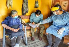 Huancavelica: Madre de 101 años y su hijo de 67 reciben vacuna contra el COVID - 19