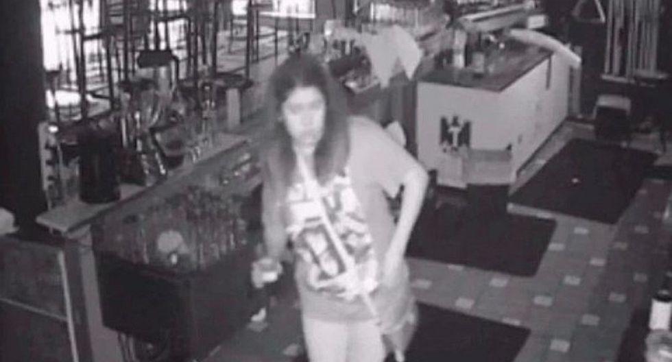 Mujer se quedó encerrada en un bar y siguió bebiendo gratis en México (VIDEO)