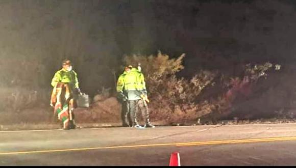 Al parecer, se trataría de un robo a la unidad vehicular en la que se encontraba el cuerpo de la víctima. (Foto: Difusión)