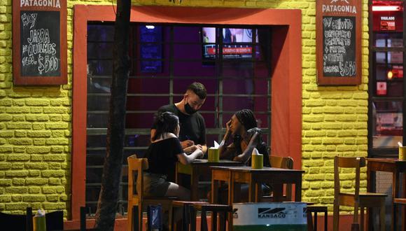 La circulación nocturna quedará prohibida en Argentina desde el viernes próximo. (Foto: JUAN MABROMATA / AFP)