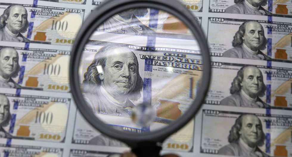 Dólar abre a la baja en plena incertidumbre por impacto del COVID-19 (Foto: AP)