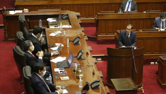 José Vega presenta moción ante la presidencia del Congreso, pero el jefe del Gabinete insiste que no puede dar órdenes a militares. (Foto: PCM)