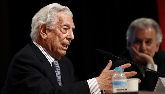 El escritor hispano-peruano Mario Vargas Llosa asiste a un homenaje por los diez años de la concesión de su Premio Nobel de Literatura, este jueves en el Instituto Cervantes en Madrid. (Foto: EFE / Javier Lopez).