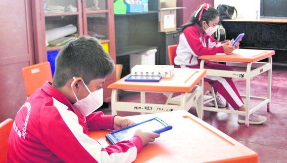 El Minedu dice que escuela de Chorrillos será la primera en acatar medida. En tanto, dos casos de COVID-19 se registran en un colegio de La Molina.