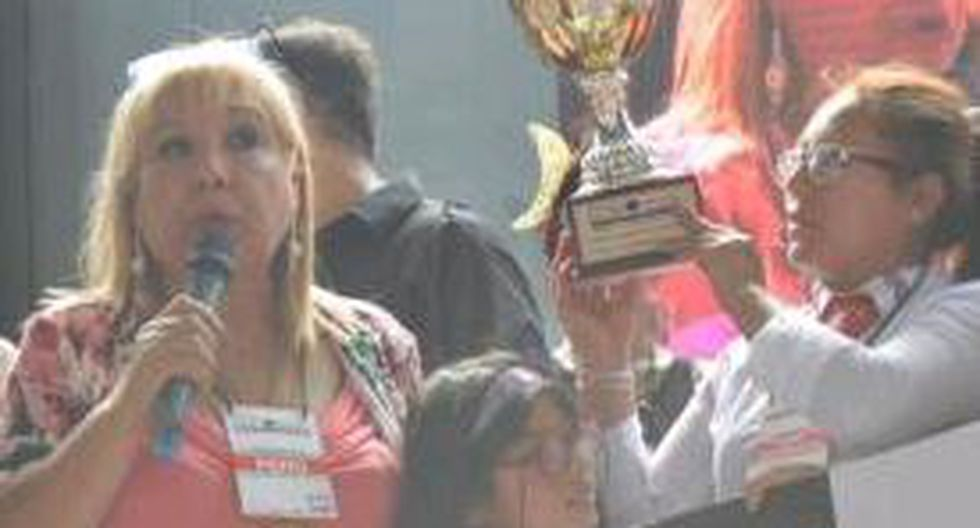Juliaqueña resalta como peinadora y maquilladora en concurso