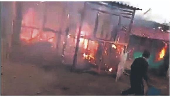 Incendio destruye tres viviendas en Talara
