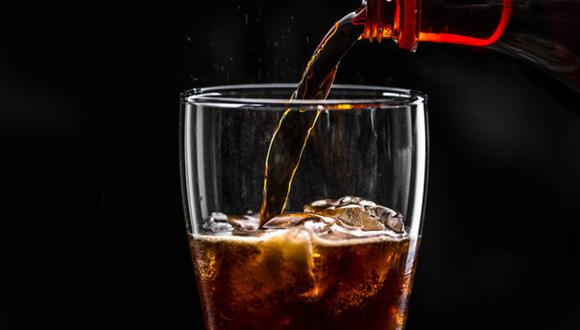 Las gaseosas tienen alta concentración de azúcar y agua carbonatada, es decir, ningún contenido nutricional, precisó el decano Antonio Castillo. (Foto: Freepik)