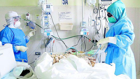 """Jefe de área UCI de hospital El Carmen: """"No hay capacidad de respuesta ante el incremento de contagios"""""""