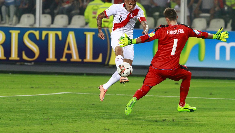 El cuadro uruguayo se adelantó en el marcador con gol de Carlos Sánchez a los 3o minutos y 4 minutos más tarde apareció nuestro capitán Paolo Guerrero para decretar el transitorio empate. (Foto GEC Archivo)