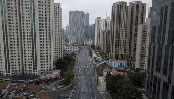 Shanghái, una ciudad tranquila, silenciosa y desierta por el coronavirus. (AFP).