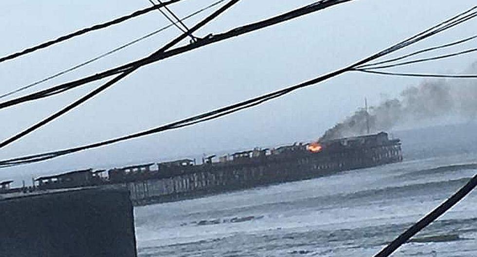 Reportan incendio en muelle de playa de Pimentel en Lambayeque