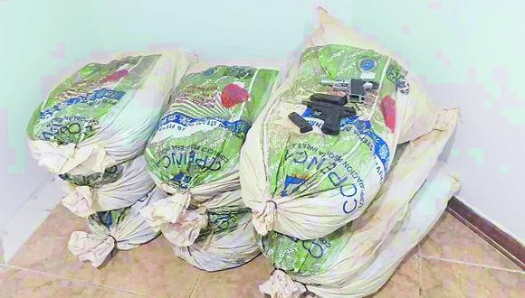 La Libertad: los 90 kilos de marihuana fueron hallados en nueve sacos de polietileno, en uno de los ambientes de la vivienda allanada. (Foto: PNP)