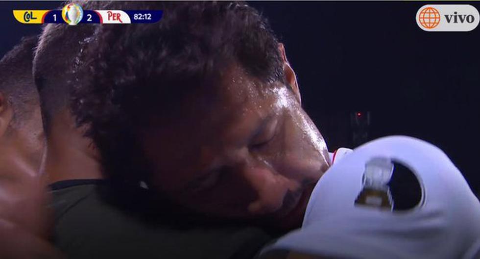 """""""Lapaabrazo"""": Gianluca Lapadula se vuelve viral por foto de tierno abrazo con su compañero"""