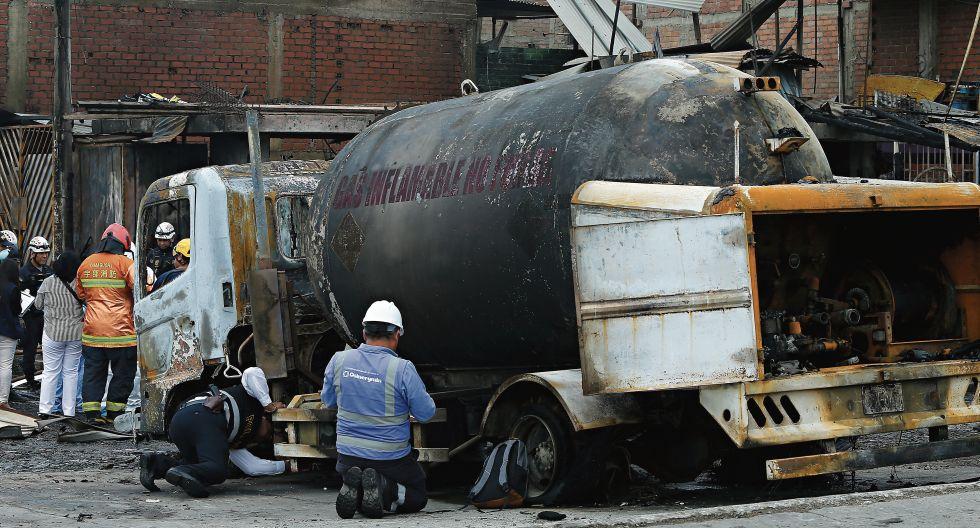 Tras pasar por un desnivel demasiado alto, el camión, que iba con la válvula del tanque abierta, sufrió una fuga incontrolable de gas. (Gonzalo Córdova)
