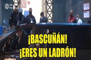 Julio Bascuñán recibe insultos por parte de hinchas peruanos