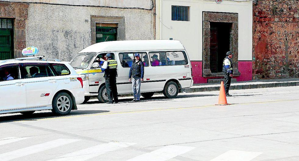 Quince autos y un ómnibus fueros llevados al depósito en Juli