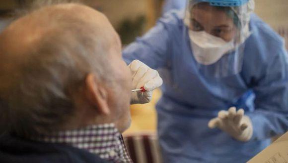 Científicos están preocupados por el aumento de casos de una enfermedad llamada encefalomielitis diseminada aguda (ADEM, por sus siglas en inglés) en esta pandemia por el coroanvirus. (Foto: AFP)