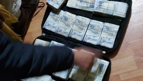 Maleta con el dinero encontrada por el Ministerio Público en la diligencia que continúa a esta hora. (Foto: Ministerio Público)