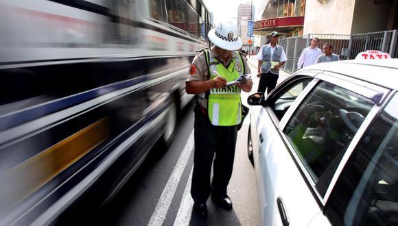 Para saber si su vehículo cuenta con alguna papeleta y multa por infracción de tránsito, solo debe ingresar a la página web del SAT o llamar a Aló SAT. (Foto: Andina)
