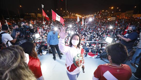 Keiko Fujimori participó en una una marcha por las calles de Lima, organizada por diferentes colectivos y grupos de simpatizantes de Fuerza Popular, cuya concentración tuvo lugar en el Campo de Marte. (Foto: César Bueno / @photo.gec)