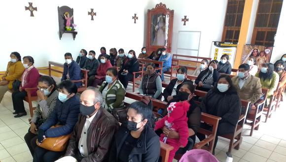 Vendedores celebraron su aniversario con una misa en la parroquia Nuestra Señora de La Paz. (Foto: Adrian Apaza)