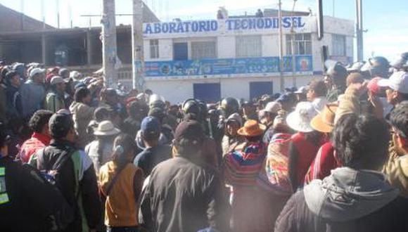 Juliaca: Casi linchan a poblador por reclamar terrenos