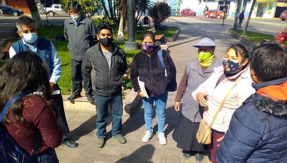 Pobladores expusieron su caso en una entrevista en la plaza Zela. (Foto: Correo)