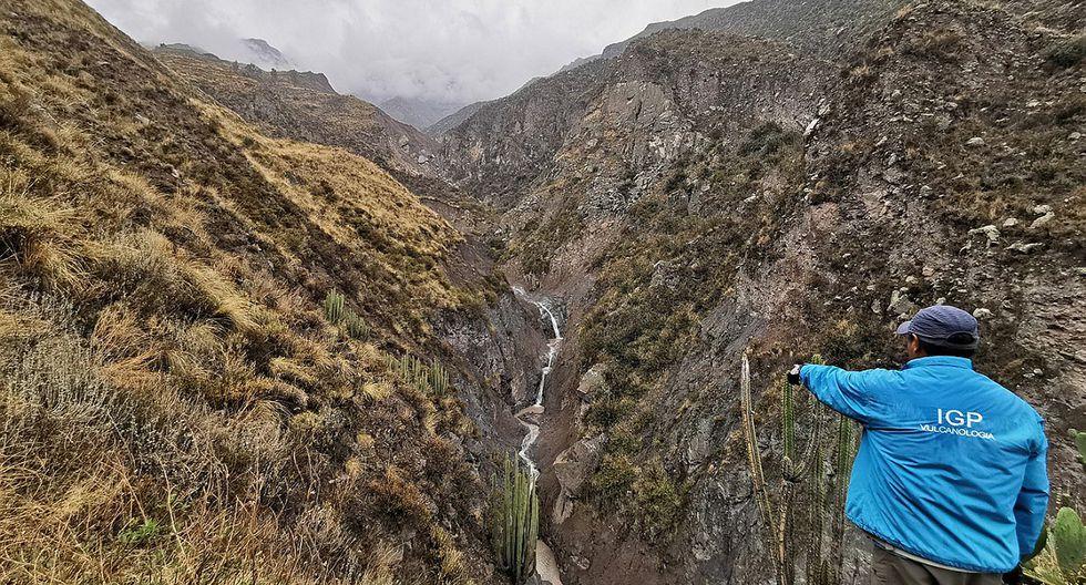 Instalan cámara para vigilar deslizamientos desde el volcan Ubinas