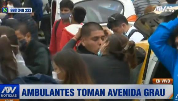 Pareja se besa en plena avenida Grau. | Foto: ATV