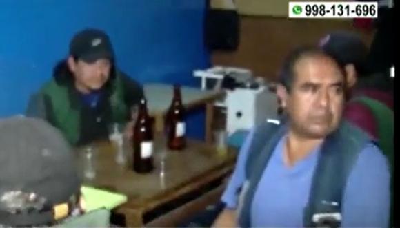 Personas que se encontraban dentro del bar en Ate no cumplían con medidas sanitarias contra el COVID-19 como no portar la mascarilla. (Captura: América Noticias)
