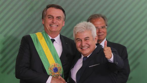 El ministro Marcos Pontes anunció que dio positivo de coronavirus. Imagen de 2019 junto al presidente de Brasil, Jair Bolsonaro. (Foto: Sergio LIMA / AFP)