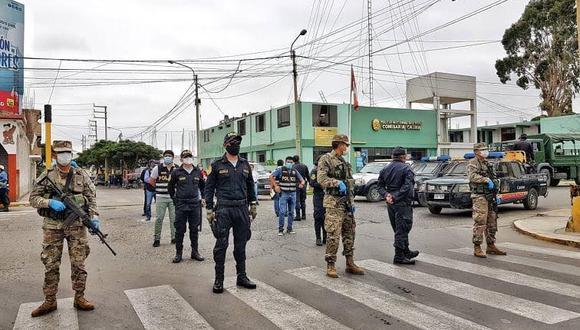 Los policías y militares estarán facultados a intervenir a las personas que no acaten la inmovilización obligatoria total. (GEC)