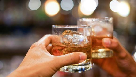 El alcohol afecta el funcionamiento del sistema inmune. (GETTY IMAGES)