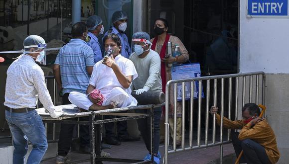 India, con 1.300 millones de habitantes, es el cuarto país del mundo con mayor número de muertos por COVID-19 en términos globales, por detrás de Estados Unidos, Brasil y México. (Foto: Prakash SINGH / AFP)