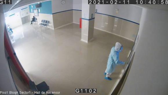 Llegó hasta el sexto piso del hospital donde estaba su padre