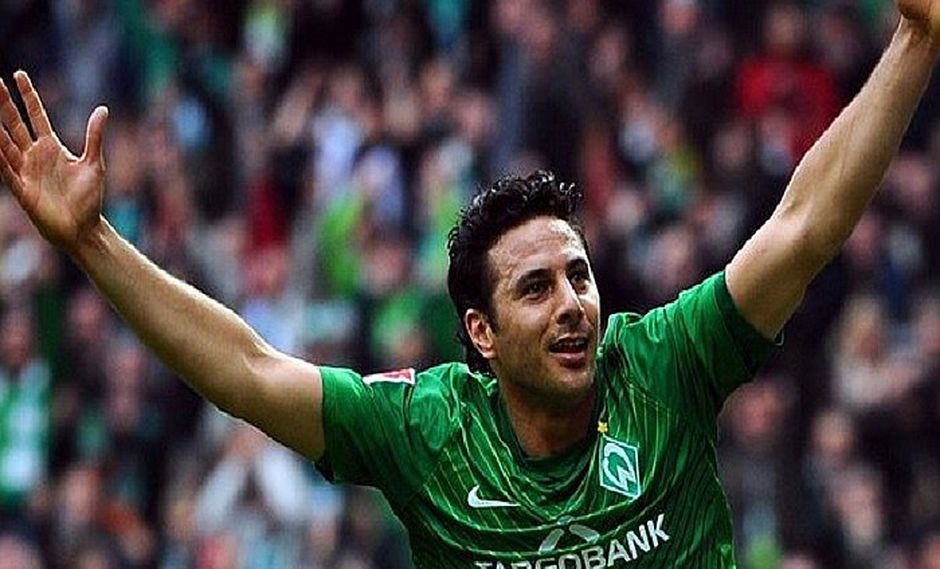 Claudio Pizarro renueva por un año más por el Werder Bremen