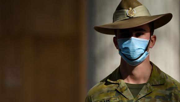 Un miembro de las Fuerzas de Defensa de Australia (ADF) monta guardia durante una conferencia de prensa en la estación de policía de Surry Hills en Sídney, Australia, el 2 de agosto de 2021. (EFE / EPA / JOEL CARRETT AUSTRALIA Y NUEVA ZELANDA).