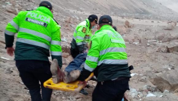 Tras despiste, vehículo se desbarrancó en la Panamericana Sur de Arequipa en la Quebrada del Toro en Camaná
