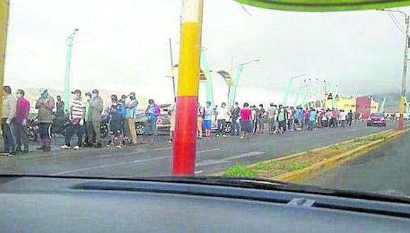 Hubo riesgo en el muelle por aglomeración de personas que fueron a comprar pescado