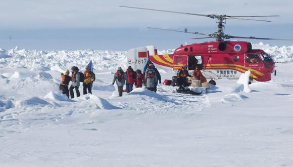 Barco usado para rescatar a científicos en la Antártida quedó atrapado en el hielo