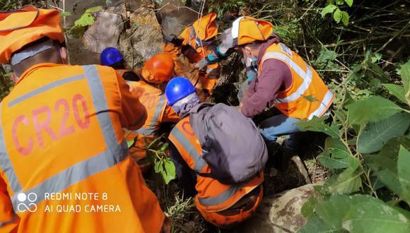 Volquete cayó a un abismo de 200 metros