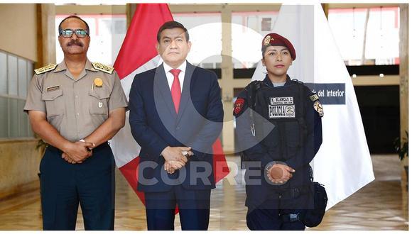 Ministro del Interior recibió a suboficial que redujo a conductora agresora (FOTOS y VIDEO)