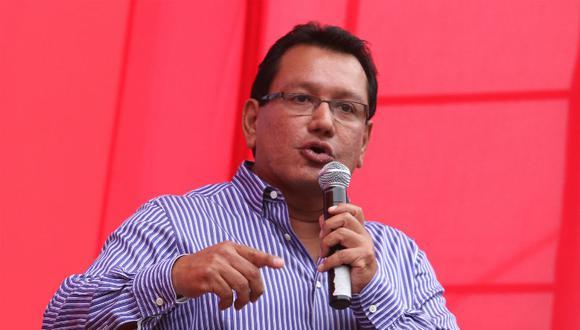Ordenan impedimento de salida a Felix Moreno por caso sauna