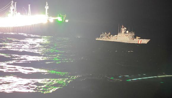Barco chino pescando en altamar, cerca a las 200 millas del mar peruano.   Foto: Marina de Guerra del Perú.