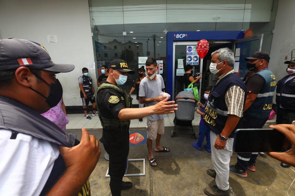 Algunos ciudadanos no toman conciencia sobre el buen uso de las mascarillas. (Foto: Gonzalo Córdova /@photo.gec)