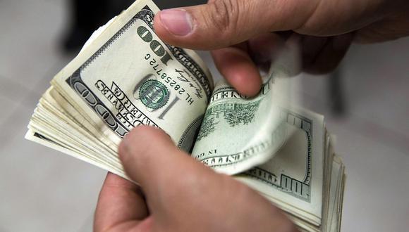 En el mercado paralelo o casas de cambio de Lima, el tipo de cambio se cotiza a S/ 4.060 la compra y S/ 4.100 la venta de cada dólar. (Foto: AFP)