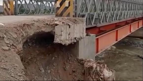 Puente Aja a punto de colapsar por erosión en las bases en Nasca.