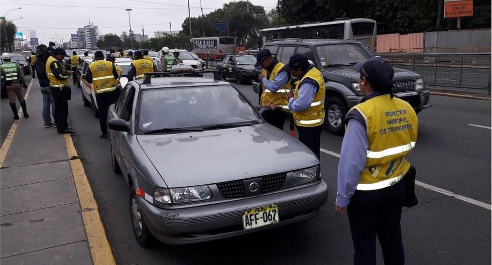Intervienen taxis colectivos en avenida Javier Prado (VIDEOS)